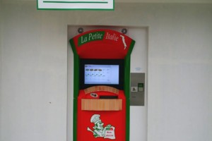 """2eme distributeur """"La Petite Italie"""" à Scaer"""