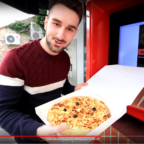 PikaShoute test le distributeur de pizza pizzadoor